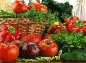 Как безопасно выбрать и приготовить ранние овощи
